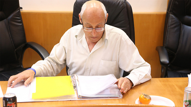 Holon Mayor Sasson said he would do everything in his power to allow some businesses to remain open on Shabbat (Photo: Motti Kimchi)