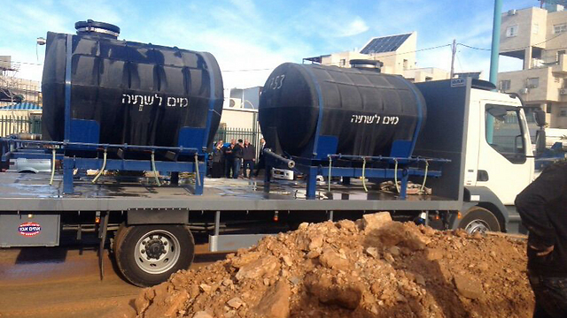 Truck delivering drinking water in the West Bank (Photo: Elad Municipality Spokesperson)