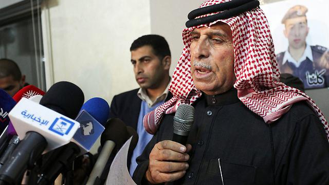 Safi al-Kaseasbeh, father of slain pilot,addresses mourners (Photo: EPA) (Photo: Reuters)