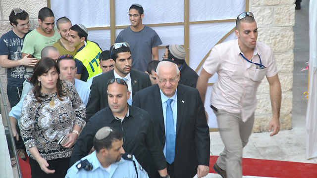 Rivlin at the Hebron Jewish Heritage Center (Photo: Ofer Meir)