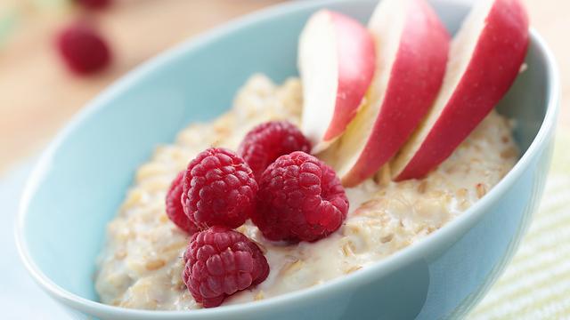דייסת קוואקר. ארוחת בוקר טעימה ומזינה (צילום: shutterstock) (צילום: shutterstock)