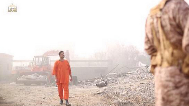 Jordanian pilot before execution by Islamic State group.