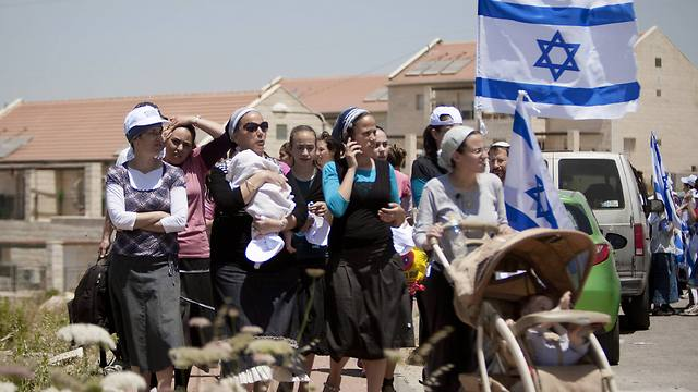 Demonstration against proposed decision to evacuate a West Bank outpost in the Ulpana neighborhood, in Beit El (Archive Photo: West Bank)