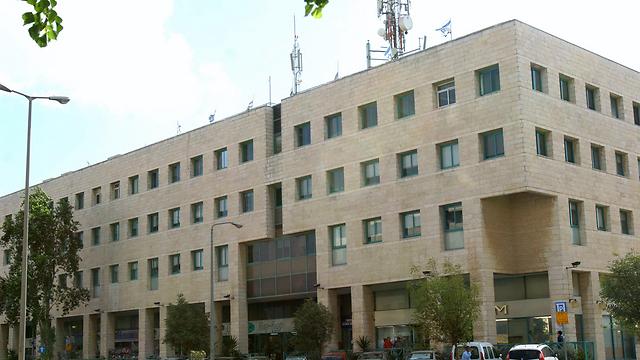 בניין רשות המסים, ירושלים (צילום: אלכס קולומויסקי)
