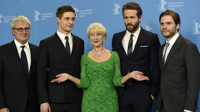 Director Simon Curtis, actors Max Irons, Helen Mirren, Ryan Reynolds and Daniel Bruhl pose during a photocall to promote the movie 'Woman In Gold' at the 65th Berlinale International Film Festival (Photo: AFP)