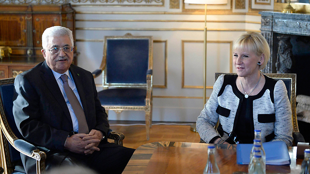Palestinian President Mahmoud Abbas and Swedish Foreign Minister Margot Wallström (Photo: Reuters)