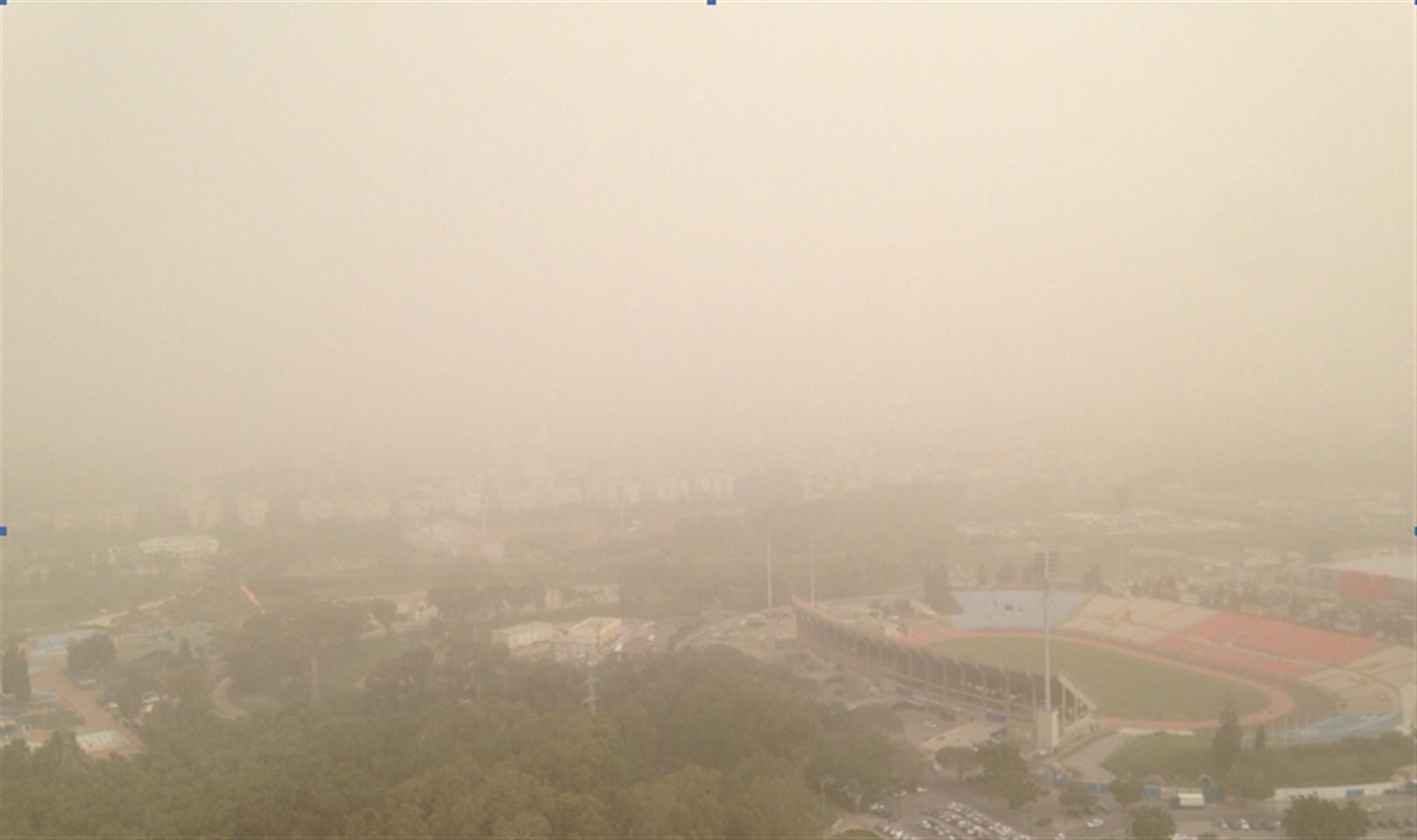 החול מכסה את איצטדיון רמת גן (צילום: עופר שחטר אריאל פרומול ניהול קניונים בע״מ)