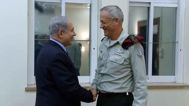 PM Netanyahu and former IDF chief Benny Gantz (Photo: Haim Zach)