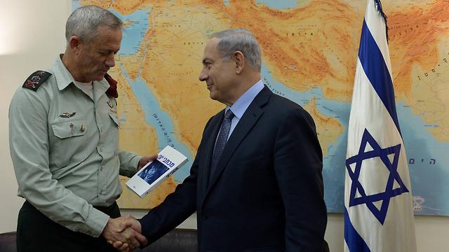 Gantz and Netanyahu (Photo: GPO)