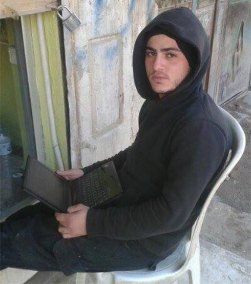 עם המחשב האישי בסוריה ()
