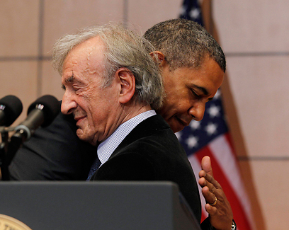 Wiesel embraces Obama at the Holocaust Museum in Washington, DC (Photo: Reuters)