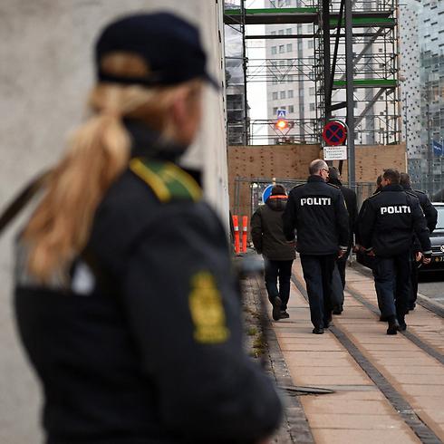 """""""אלמלא הפיגוע בבית הקפה, לא היו שוטרים באזור בית הכנסת"""" (צילום: EPA) (צילום: EPA)"""