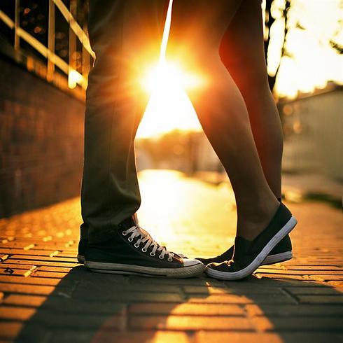לא צריך לנחש יותר אם היא באמת אוהבת אותך (צילום: shutterstock) (צילום: shutterstock)