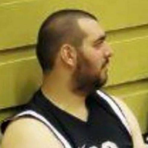 אהב לשחק כדורסל. אוזן ()
