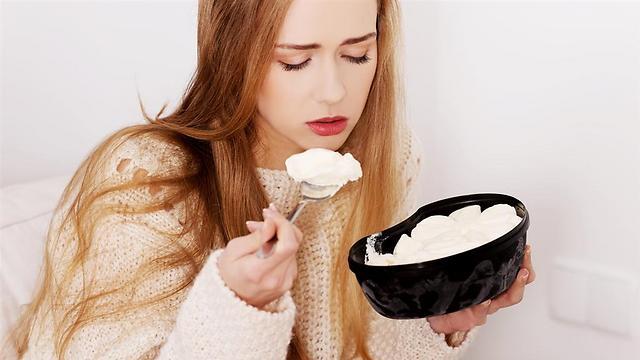 העיסוק באוכל מבטל את הצורך להתמודד עם הטראומה. פגיעה מינית (צילום: shutterstock)
