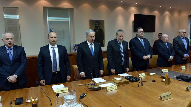 Cabinet mourns Uri Orbach, whose empty seat can be seen at bottom right (Photo: Haim Zach, GPO)