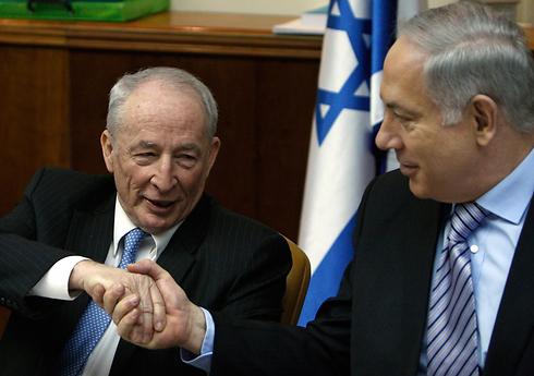 היועץ וראש הממשלה (צילום: AP) (צילום: AP)