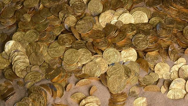 Coins discovered by divers off Israel's Mediterranean coast  (Photo: AFP/Israel Antiquities Authority) (Photo: AFP/Israel Antiquities Authority )