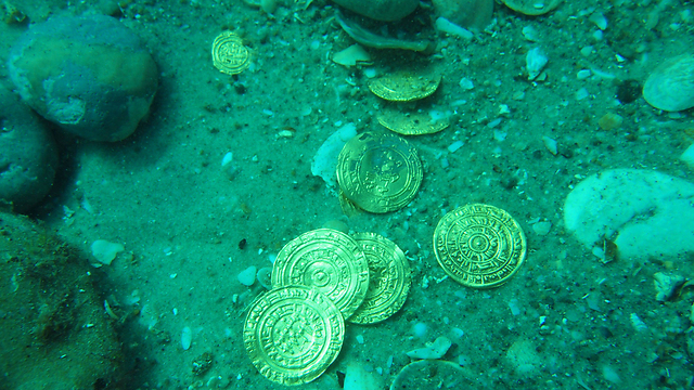 The divers 'at first they thought they had spotted a toy coin from a game' (Photo: AFP/Israel Antiquities Authority) (Photo: AFP/Israel Antiquities Authority )