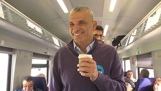 Kahlon on the train. (Photo: Yaron Sharon)