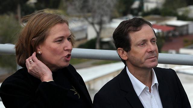 Herzog and Livni at visit near Gaza border. (Photo: AFP) (Photo: AFP)