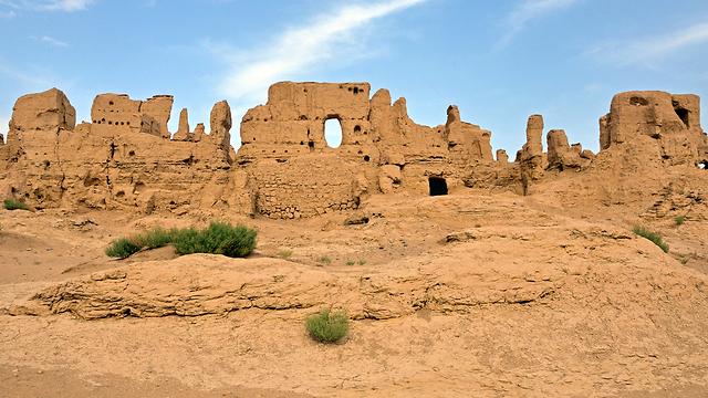 קבורות בחול. ערים עתיקות באזור טורפאן (צילום: shutterstock) (צילום: shutterstock)
