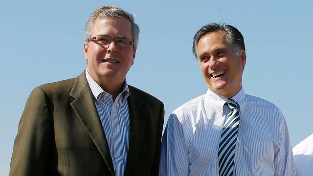 רומני (מימין) ויתר על כניסה למרוץ לאחר שבוש נתפש כמועמד המוביל בקרב הרפובליקנים (צילום: רויטרס) (צילום: רויטרס)