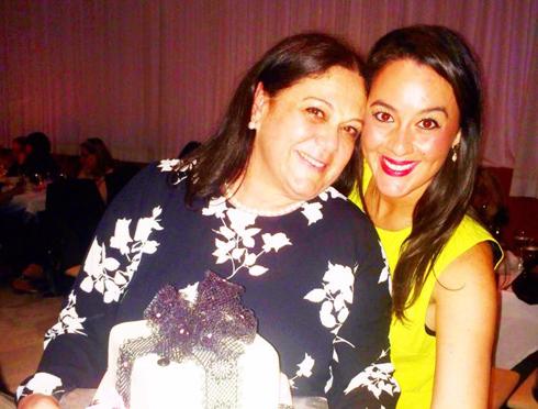 כרמי הררי עם בתה טל בחגיגת יום ההולדת ()