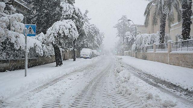 Snow covers Jerusalem (Photo: George Ginsburg)