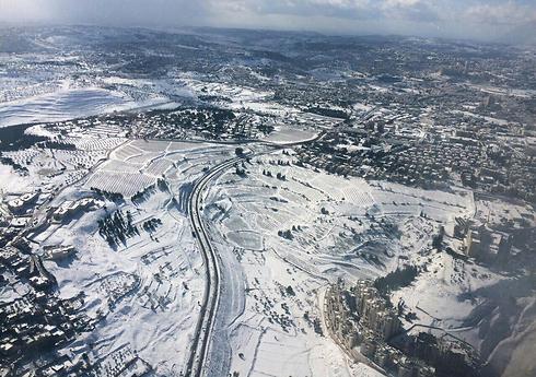 קיבוץ רמת רחל מכוסה לבן (צילום: איה תעופה) (צילום: איה תעופה)