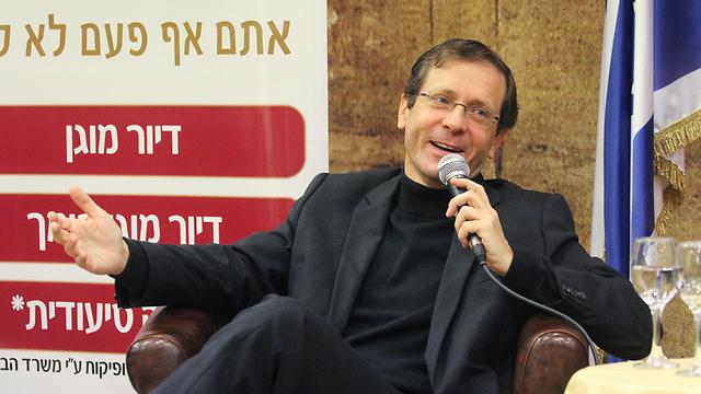 Zionist Camp leader Herzog at a cultural event in Tel Aviv (Photo: Ido Erez)