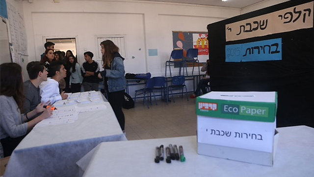 The 10th grade polls at the mock election (Photo: Motti Kimchi)