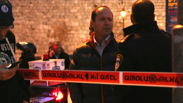Jerusalem mayor Nir Barkat at crime scene (Photo: Tazpit)