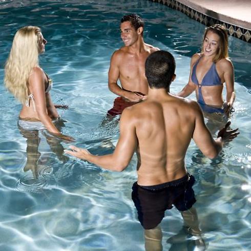 במתחם יש בריכת שחייה - אילוסטרציה (צילום: shutterstock)