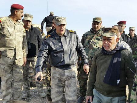 Head of the Badr Organisation Hadi al-Amiri (R) speaks with officers on the outskirts of Muqdadiyah in Diyala province (Photo: Reuters) (Photo: Reuters)
