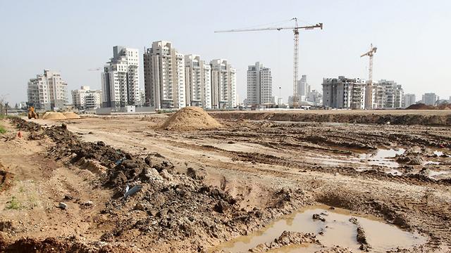 בנייה בשכונת יבנה הירוקה. מחיר ממוצע לדירת 4 חדרים חדשה עומד על 1.4 מיליון שקלים (צילום: אבי מועלם)