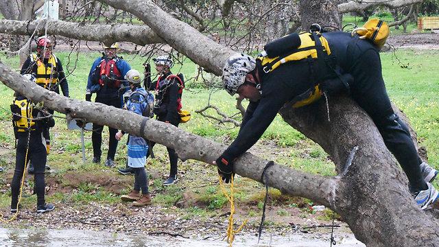 Training with ropes. (Photo: Aviyahu Shapira)