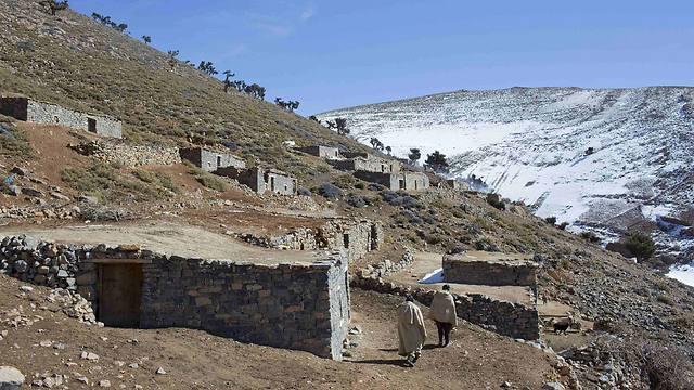 בתים בתוך ההר (צילום: רויטרס) (צילום: רויטרס)