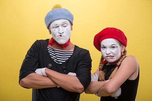 מסיכות מזויפות זה לפורים - לא לעבודה (צילום: Shutterstock) (צילום: Shutterstock)