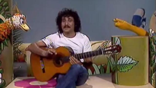 דודו זר עם הבובות (צילום: מתוך התוכנית בטלוויזיה החינוכית) ()