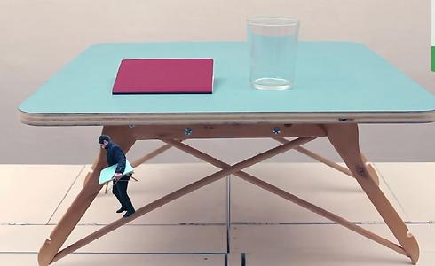 ססגוני, שימושי וממחזר. שולחן קפה ()