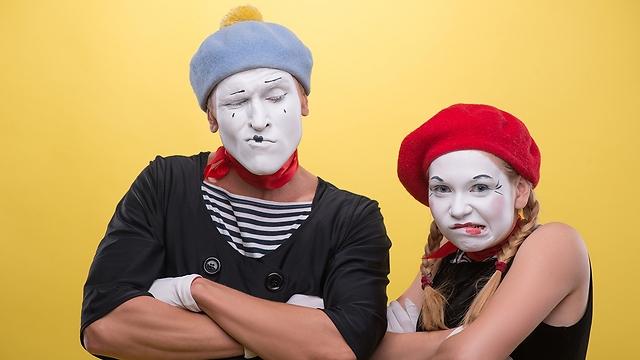 החלפת זהויות היא חלק מהיום-יום שלנו גם ככה (צילום: Shutterstock) (צילום: Shutterstock)