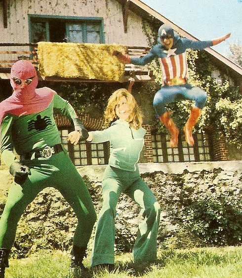 """קפטן אמריקה נגד ספיידרמן ב""""שלושה גברים ענקים"""" הטורקי ()"""