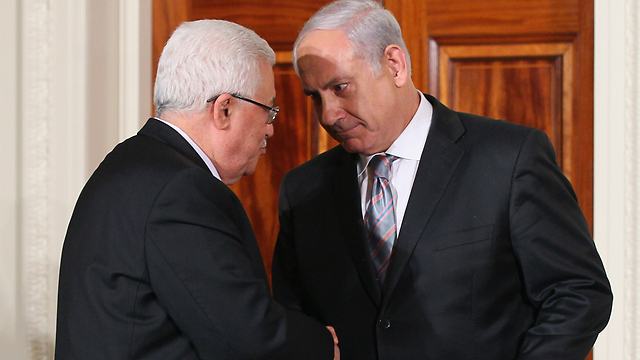 Prime Minister Netanyahu and Palestinian President Abbas in September 2010. The government missed the opportunity of his days in power to try to advance an agreement (Photo: Getty Images)