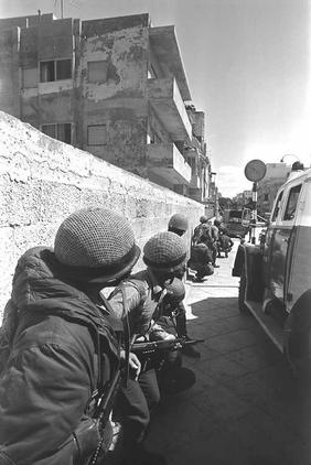 Troops outside of the Savoy Hotel in Tel Aviv in 1975. (Photo: GPO)