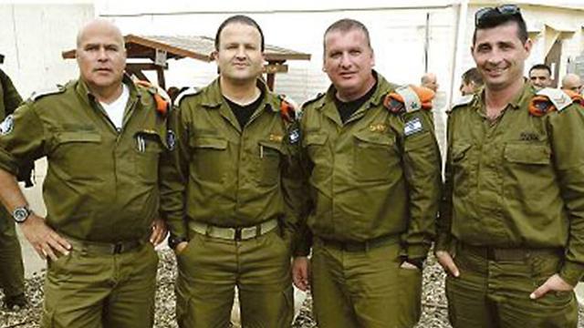 עובדי נמל חיפה (מימין לשמאל): חסון עמר, אילן אפרת, מריח רוסתום ושרון קניסברג  ()