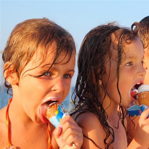 3 ילדים, חופש של 9 שבועות, שני הורים מחורפנים, 217 קייטנות פוצנציאליות. המירוץ למסגרות הקיץ (צילום: shutterstock) (צילום: shutterstock)