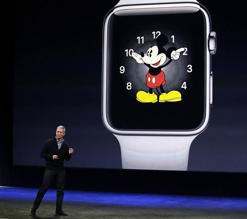 הצגת השעון החכם של אפל ב-2015 (צילום: AP)