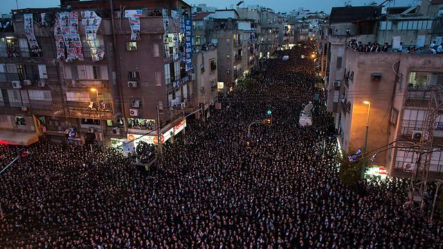 עשרות אלפים בעצרת בבני ברק, הערב (צילום: רויטרס) (צילום: רויטרס)