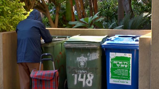 מחטט בפחים בתל אביב כדי לשרוד  (באדיבות yes דוקו) (באדיבות yes דוקו)